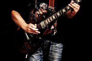 Fotos während eines live-Konzerts von Laienmusikern, die sich der Hardrock-Musik verschrieben haben