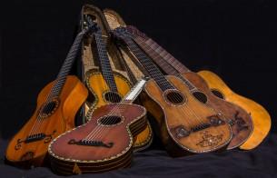 eine Sammlung von antiken Instrumenten - als Ganzes oder en detail fotografiert