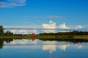 Wasser, blauweisser Himmel, Wind und Wolken... und herrliche Spiegelbilder, wohin das Auge blickt. Fotos von einer Tour mit dem Kanu über den Barther Bodden